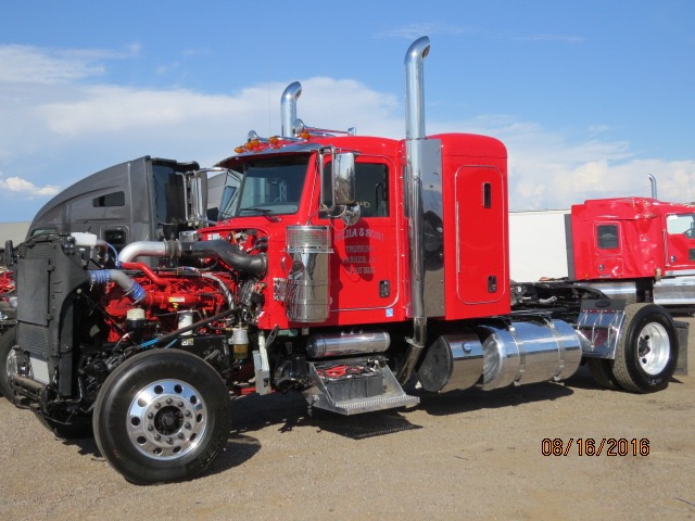 2016 Peterbilt 389 Stock No. 1040