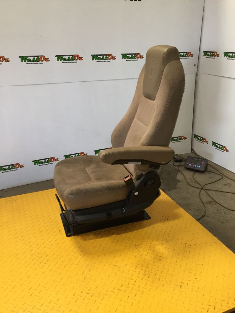 KW T680 Fabric seat
